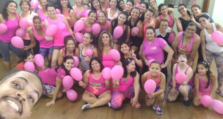 pessoal da academia no outubro rosa